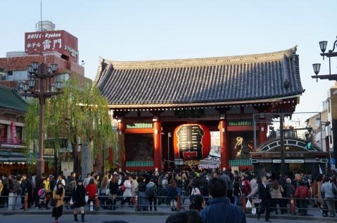 Kaminarimon/Thunder Gate outside Sensoji